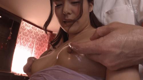 マッサージ動画 乳首責め 吉高寧々7