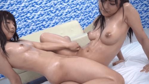 友達同士の女の子が乳首こねくり回しレズ体験7
